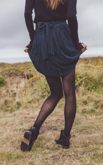 Jupe courte bleu marine plissée made in france demi-mesure fin de stock de grand créateur